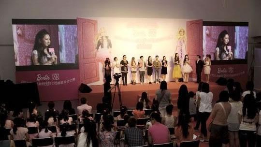 """为中国第一届""""芭比服装设计-美丽俏佳人 与美泰强强联合 玩转时尚"""