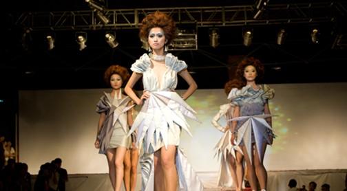 90后服装设计师江西师范大学上演个性时装秀