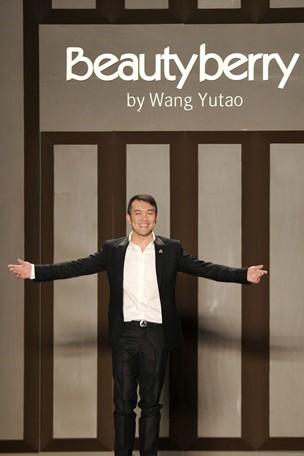 """高端定制设计师王玉涛 做""""最体贴""""的衣服"""
