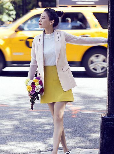 高圆圆身穿简约修身的米色小西装外套-女神高圆圆时髦街拍 毛呢大衣