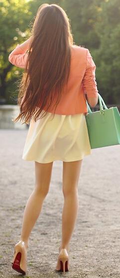 长发飘飘连衣裙高跟鞋图片