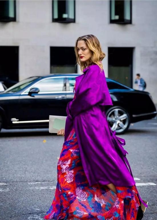 选件鲜艳的风衣 给你的时尚造型增加魅力Sat Oct 13 2018 16:15:18 GMT+0800 (中国标准时间)