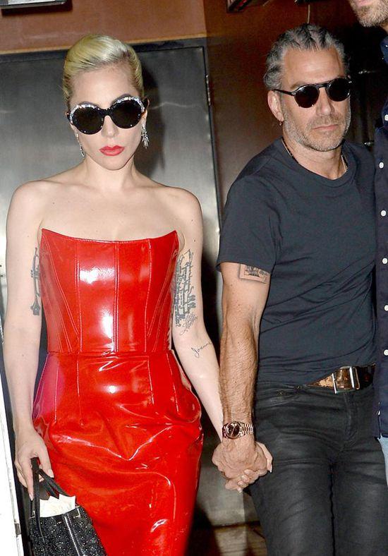 Lady Gaga宣布和男友Christian Carino订婚Wed Oct 17 2018 14:10:15 GMT+0800 (中国标准时间)