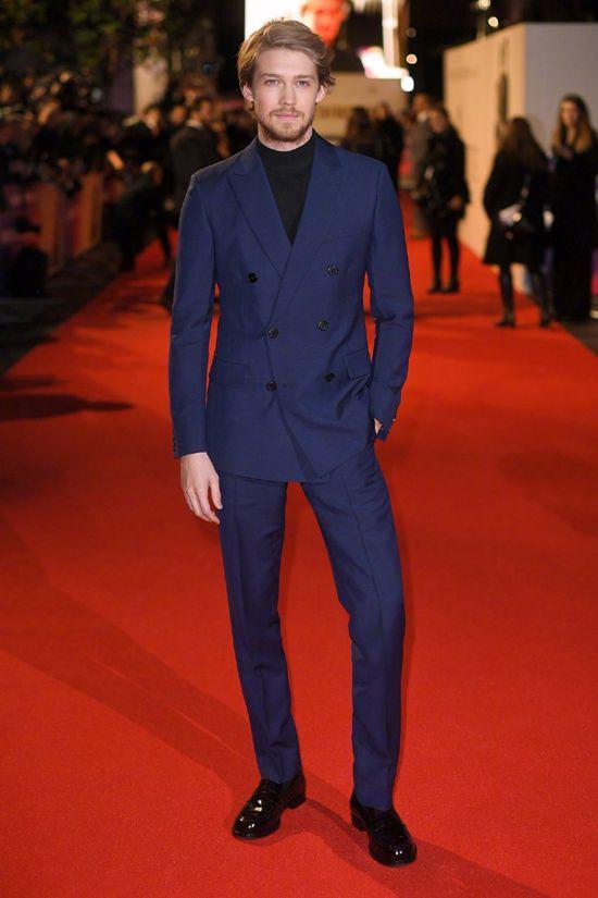 乔·阿尔文出席电影《宠儿》首映 蓝色西装帅气十足Sat Oct 20 2018 14:34:18 GMT+0800 (中国标准时间)