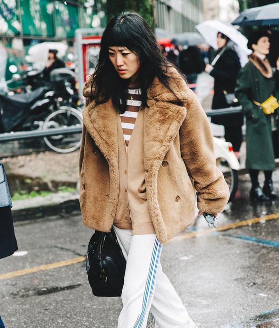 穿上时髦又暖和的毛毛外套  轻松成为街头潮人!Fri Nov 30 2018 14:55:42 GMT+0800 (中国标准时间)