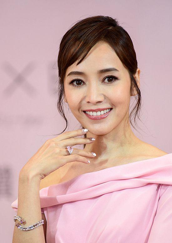 侯佩岑出席珠宝品牌活动 佩戴价值9亿的珠宝Thu Dec 06 2018 16:36:24 GMT+0800 (中国标准时间)
