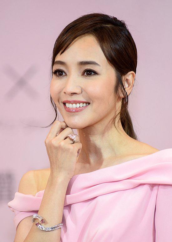 侯佩岑出席珠宝品牌活动 佩戴价值9亿的珠宝Thu Dec 06 2018 16:36:39 GMT+0800 (中国标准时间)