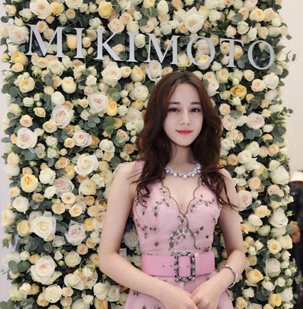 日前迪丽热巴出席活动 粉色长裙甜美性感Mon Dec 10 2018 15:49:59 GMT+0800 (中国标准时间)