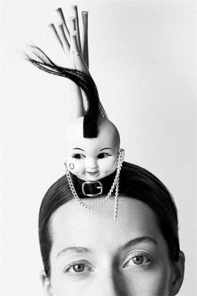 """英国帽子之父Stephen Jones 最会玩""""帽子戏法""""的时尚鬼才Fri May 11 2018 11:03:40 GMT+0800 (中国标准时间)"""