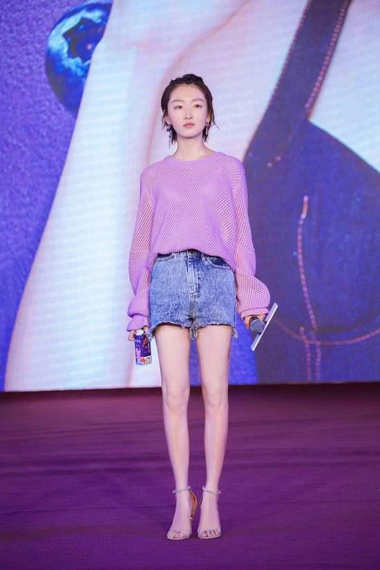 针织衫+短裤/短裙 轻松打造时髦造型 Sat Sep 22 2018 15:24:08 GMT+0800 (中国标准时间)