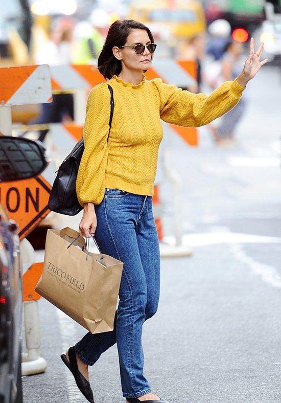 凯蒂·赫尔姆斯外出逛街 穿亮黄针织衫秀好身材Fri Sep 28 2018 15:33:56 GMT+0800 (中国标准时间)