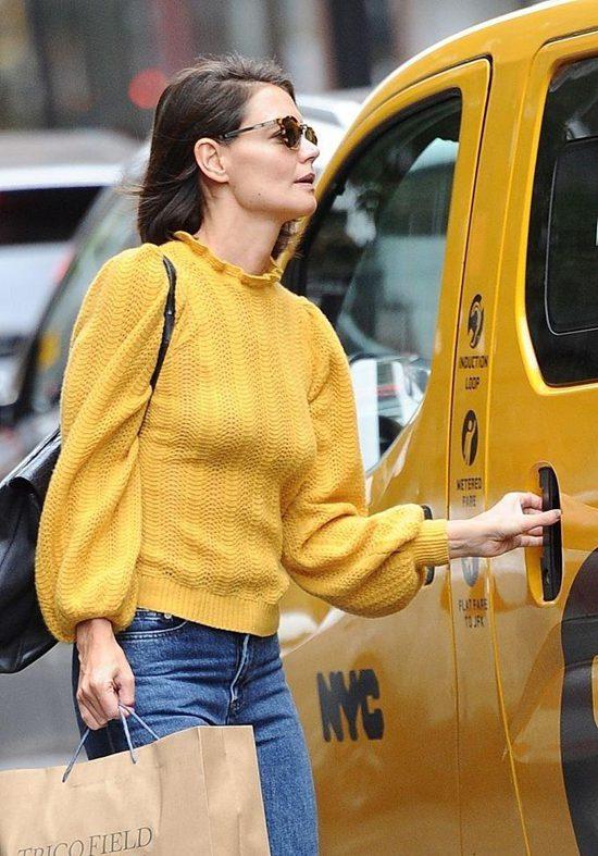 凯蒂·赫尔姆斯外出逛街 穿亮黄针织衫秀好身材Fri Sep 28 2018 15:34:12 GMT+0800 (中国标准时间)