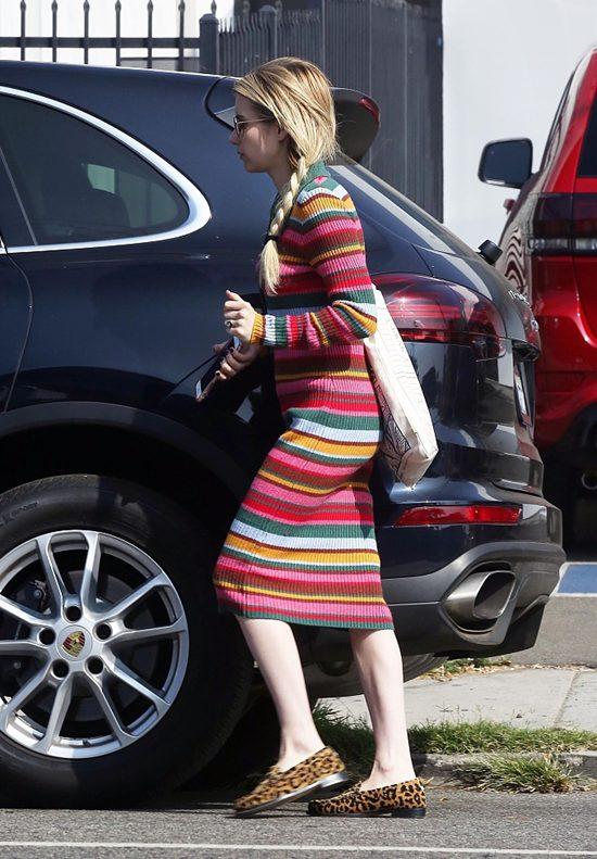 女星艾玛·罗伯茨穿彩虹色条纹紧身裙大秀纤细身材Fri Sep 28 2018 16:00:57 GMT+0800 (中国标准时间)