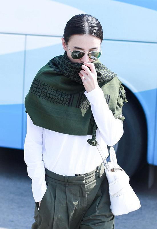 随意优雅的披肩 让冬天都变得柔软而温柔起来Sun Jan 27 2019 15:46:01 GMT+0800 (中国标准时间)