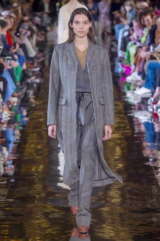 不管什么身材都可以去投资一件H型大衣Thu Jan 31 2019 18:00:34 GMT+0800 (中国标准时间)
