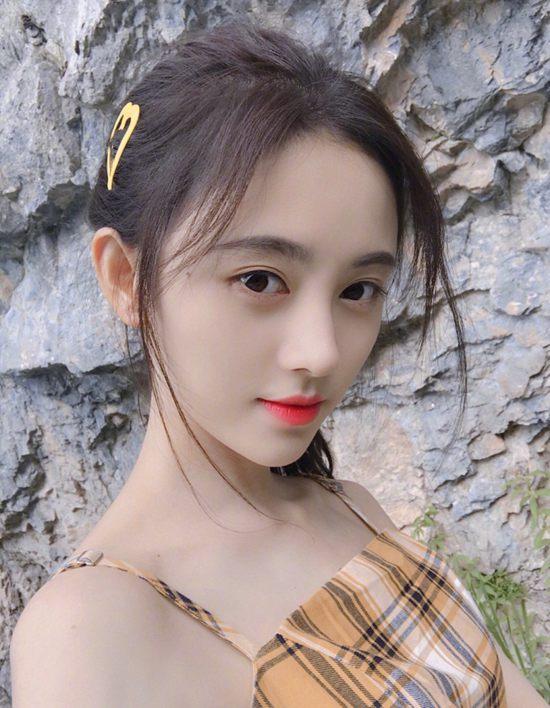 如果你也和鞠婧祎一样20出头 不妨试试这款细腻的妆容Thu Feb 07 2019 15:11:18 GMT+0800 (中国标准时间)