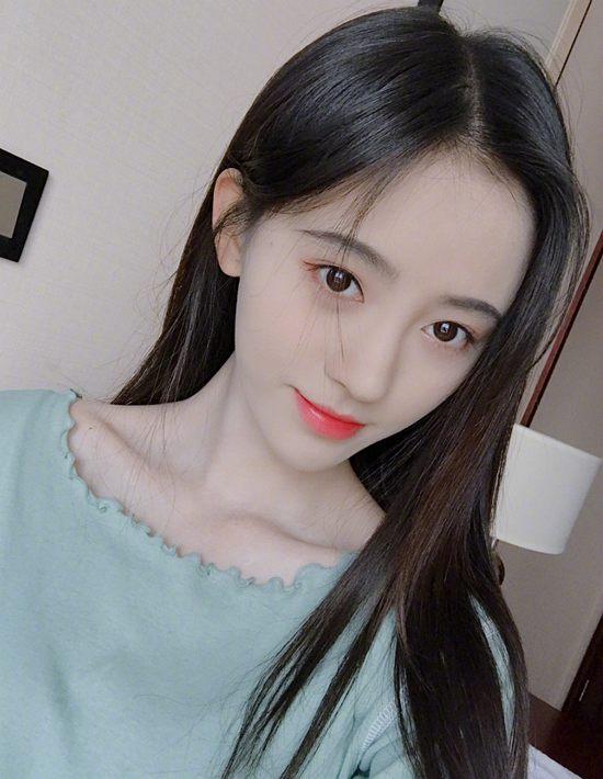 如果你也和鞠婧祎一样20出头 不妨试试这款细腻的妆容Thu Feb 07 2019 15:11:26 GMT+0800 (中国标准时间)