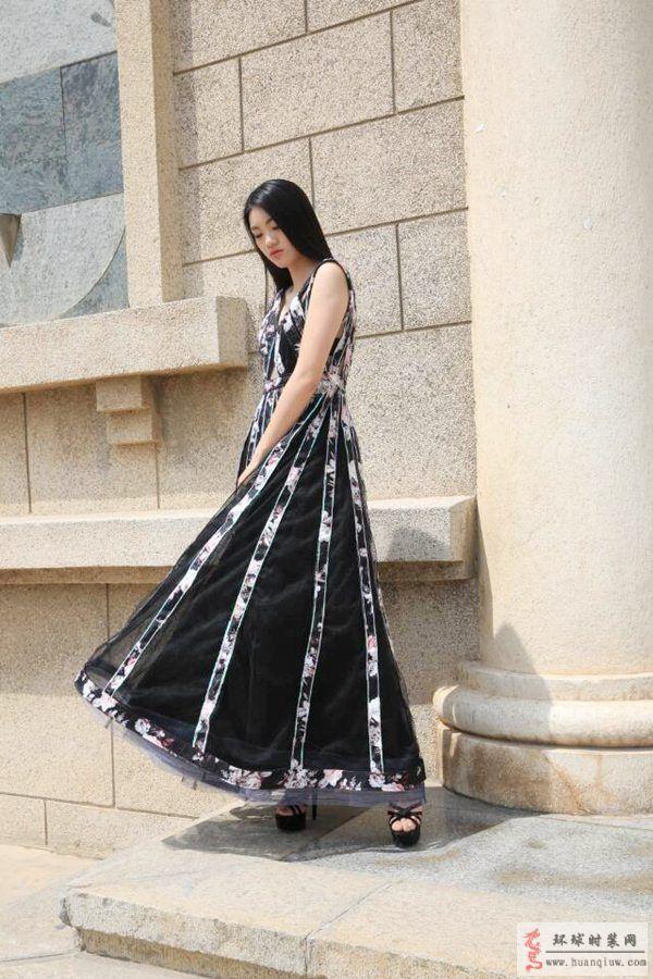 zw原创服装设计作品-低胸镂空礼服裙