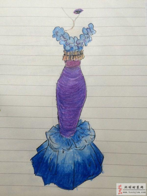 原创服装设计手绘图-渐变色礼服 曼妙身材会让女人更加动人,风情万种。这款修身的礼服把女性的身体曲线发挥到极致,胸前的花卉褶皱衬托出修长的颈部线条,贴身的收腰设计,突出纤细的腰身,鱼尾裙摆的设计领口花卉设计相呼应,深化整体的曲线感。色彩的设计也是这款礼服的重点,渐变色的运用, 增加了视觉层次感,紫色和蓝色的运用,稳重更显优雅。 这款礼服既能突出身体曲线,又能体现女性的无限风情,完美的造型一定会让穿着者吸引无数目光。