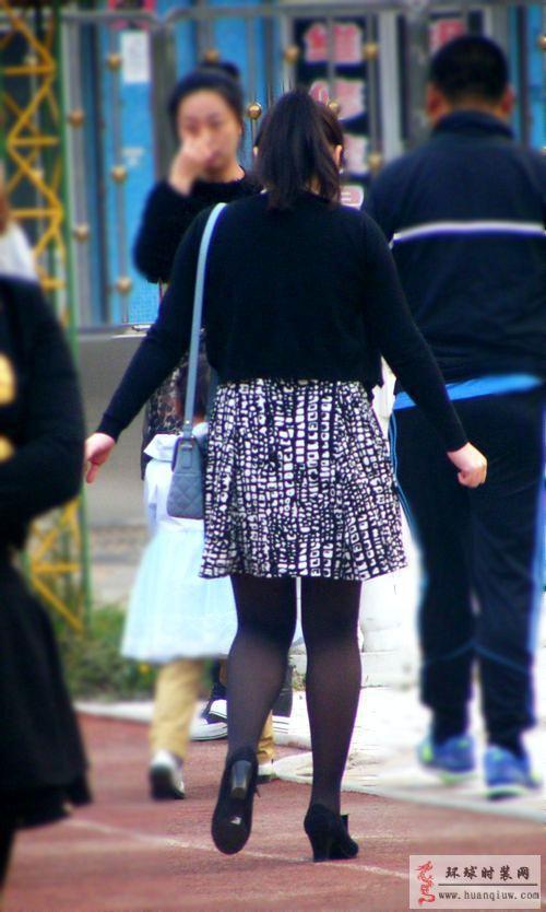 街拍-连衣裙和小外套-薇薇