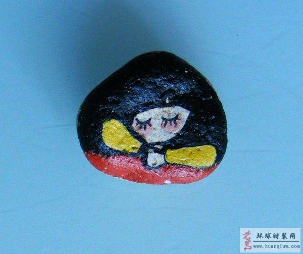 原创丙烯石头画:熟睡的小女孩