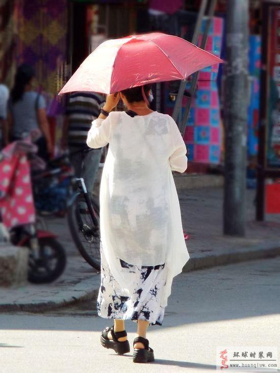 街拍-红伞、连衣裙-薇薇