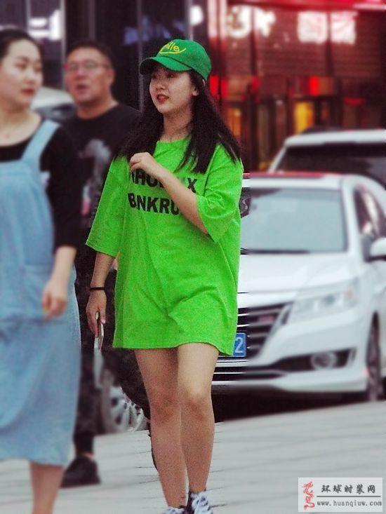 薇薇街拍-绿帽子绿T恤-薇薇